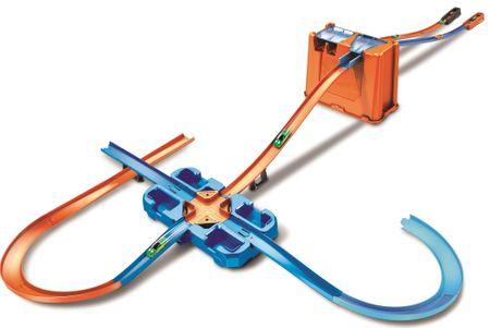 Hot Wheels Track builder škatla polna trikov