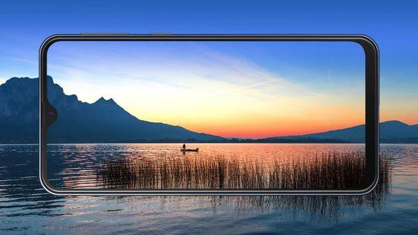 Samsung Galaxy M20, velký displej Full HD+