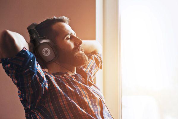 kabelová sluchátka buxton bhp 8500 elegantní designové provedení pohodlná konstrukce kabel v délce 2,5 m 3,5mm jack 6,3mm redukce impedance 32 ohmů 50mm kobaltové měniče redukce na 6,3 mm jack 107 db