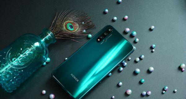 Honor 20 Pro, atraktivní holografický design, jedinečný