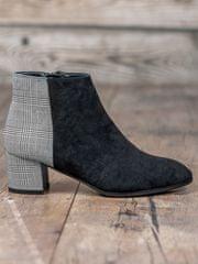 Trendy dámské kotníčkové boty černé na širokém podpatku
