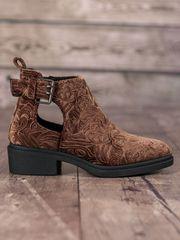 Pěkné dámské hnědé kotníčkové boty na plochém podpatku