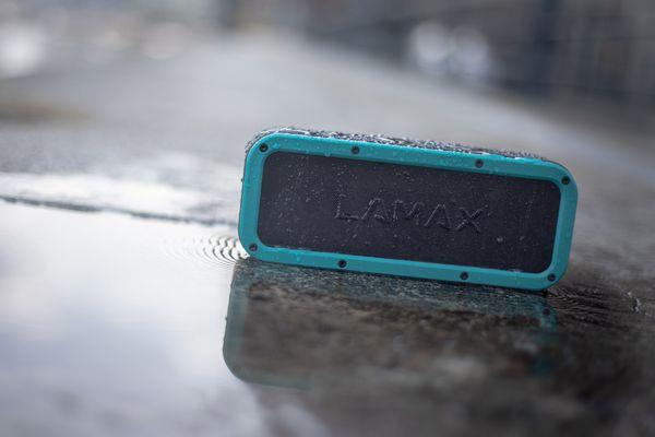 výkonný přenosný Bluetooth reproduktor lamax storm1 výkon 40w znělý zvuk ip67 ochrana vůči vodě voděodolný výdrž 15 h nfc prostorový zvuk hall super bass usb-c slot microSD kabelové připojení dosah 15 m