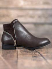 Pěkné dámské kotníčkové boty hnědé na plochém podpatku