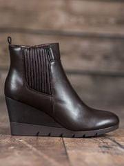 Pohodlné dámské hnědé kotníčkové boty na klínku