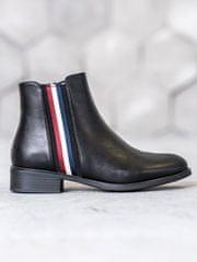 Praktické dámské černé kotníčkové boty na plochém podpatku