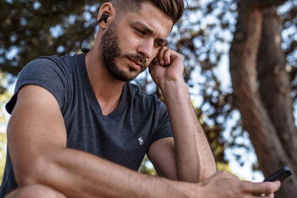 bezprzewodowe przenośne słuchawki Bluetooth Niceboy Hive E3 10 h żywotność baterii wodoodporne IPx5 zakończenie magnetyczne parowanie z 2 zestawami głośnomówiącymi połączenia telefoniczne przewód wokół szyi kontrola dźwięku premium