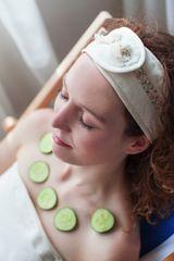 MaryBerry Krémová kosmetická čelenka s květinami | MaryBerry