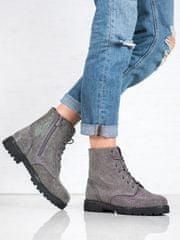 Moderní kotníčkové boty dámské šedo-stříbrné na plochém podpatku
