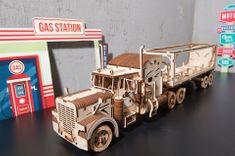 UGEARS Heavy Boy Truck s návesom