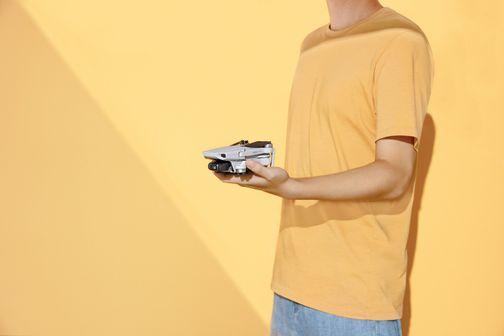 A DJI Mavic Mini drón kicsi, könnyű, kompakt, nagy hatótávolságú, hosszú élettartamú