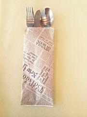 INFIBRA Papírová kapsička na příbory Infibra Newspaper s bílým ubrouskem - 125ks