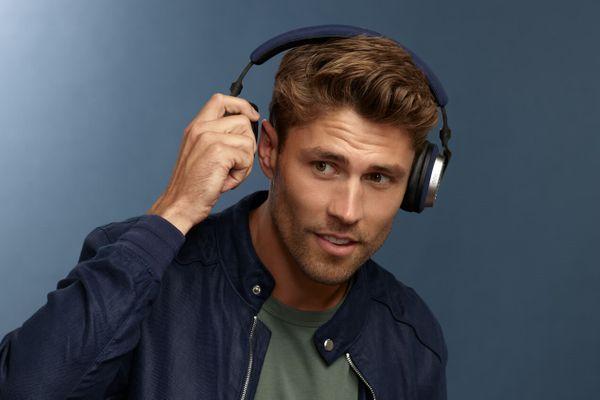 špičková náhlavní sluchátka bowers & Wilkins PX5 bluetooth 5.0 aptx kodek plný a silný zvuk 35mm měniče baterie Li-Pol s výdrží 25 h na nabití funkce min handsfree volání mikrofon pohodlná lehká s anc technologií potlačení hluku senzor pro detekci nošení