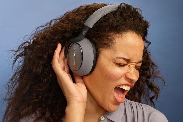 špičková náhlavní sluchátka bowers & Wilkins PX7 bluetooth 5.0 aptx kodek plný a silný zvuk 43,6mm měniče baterie Li-Pol s výdrží 30 h na nabití funkce min handsfree volání mikrofon pohodlná lehká s anc technologií potlačení hluku senzor pro detekci nošení