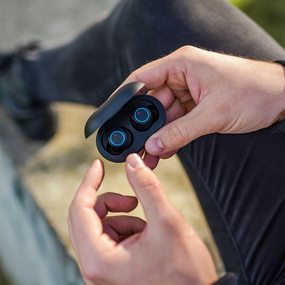 Bluetooth 5.0 niceboy hive drops sluchátka do uší špuntová true wireless skvělý zvuk maxxbass technologie usbc nabíjení dotykové ovládání handsfree telefonování smart buttons autopárování nabíjecí pouzdro ipx4 voděodolná 3 h výdrže moderní design