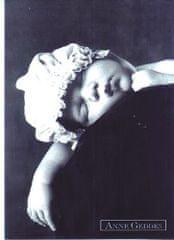 Anne Geddes Pohlednice , ČB spící v čepici