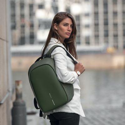 batoh XD Design Bezpečnostní batoh Bobby Hero Small, zelený (P705.707) pohodlné popruhy šetří páteř