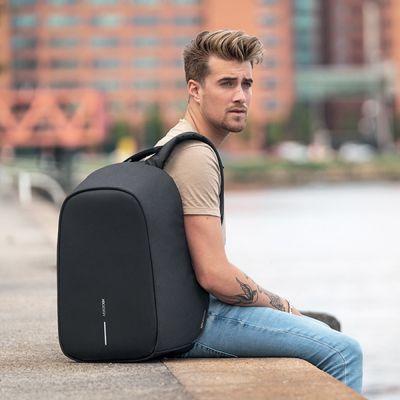 XD Design nahrbtnik Bobby Hero Regular, črn (P705.291) Udobne naramnice rešujejo hrbtenico