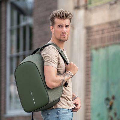 nahrbtnik XD Design Bezpečnostní batoh Bobby Hero Regular, zelen (P705.297) udobni pasovi primerno poskrbijo za držo