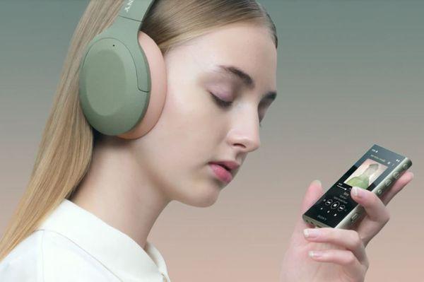 moderní mp3 kartový přehrávač sony NW-A105 wifi microsd karty max 16 gb Bluetooth nfc s-master hx zesilovač hires audio kvalita zvuku výdrž na nabití až 26 h pozlacená obvodová deska pro extra basy usb dac převod zvuku v top kvalitě ldac maximální přenosová rychlost nízká impedance krásné designové provedení možnost dokoupení sluchátek android walkman výročí foliový kondenzátor rezistor pro kvalitní zvuk