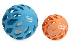 Karlie gumová mřížkovaná koule s LED světlem uvnitř 11,5 cm modrá