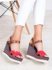 Stylové vícebarevné dámské sandály na klínku