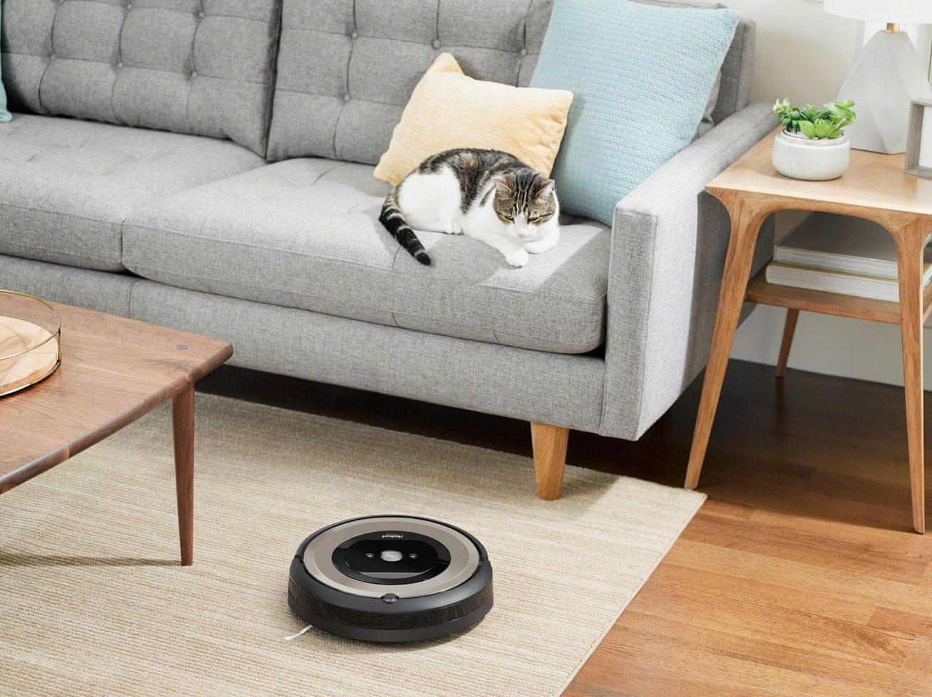 iRobot Roomba e6 automatické nabíjení v nabíjecí stanici
