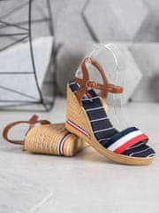 Moderní vícebarevné dámské sandály na klínku