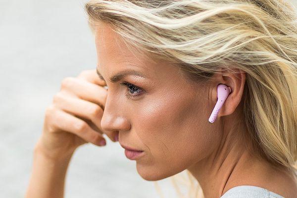 moderné peckové slúchadlá defunc true go slim wireless true wireless bezdrôtové prevedenie Bluetooth 5.0 technológia multitip dizajn pohodlné v ušiach výdrž až 4 h na nabitie nabíjací box predlžujúci dobu prevádzky slúchadiel na 22 h dotykové ovládanie mikrofón pre handsfree ipx4 certifikácia