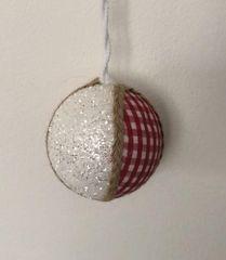 DUE ESSE set božićnih ukrasa, crveno-bijeli sa šljokicama, Ø 8 cm, 6 komada