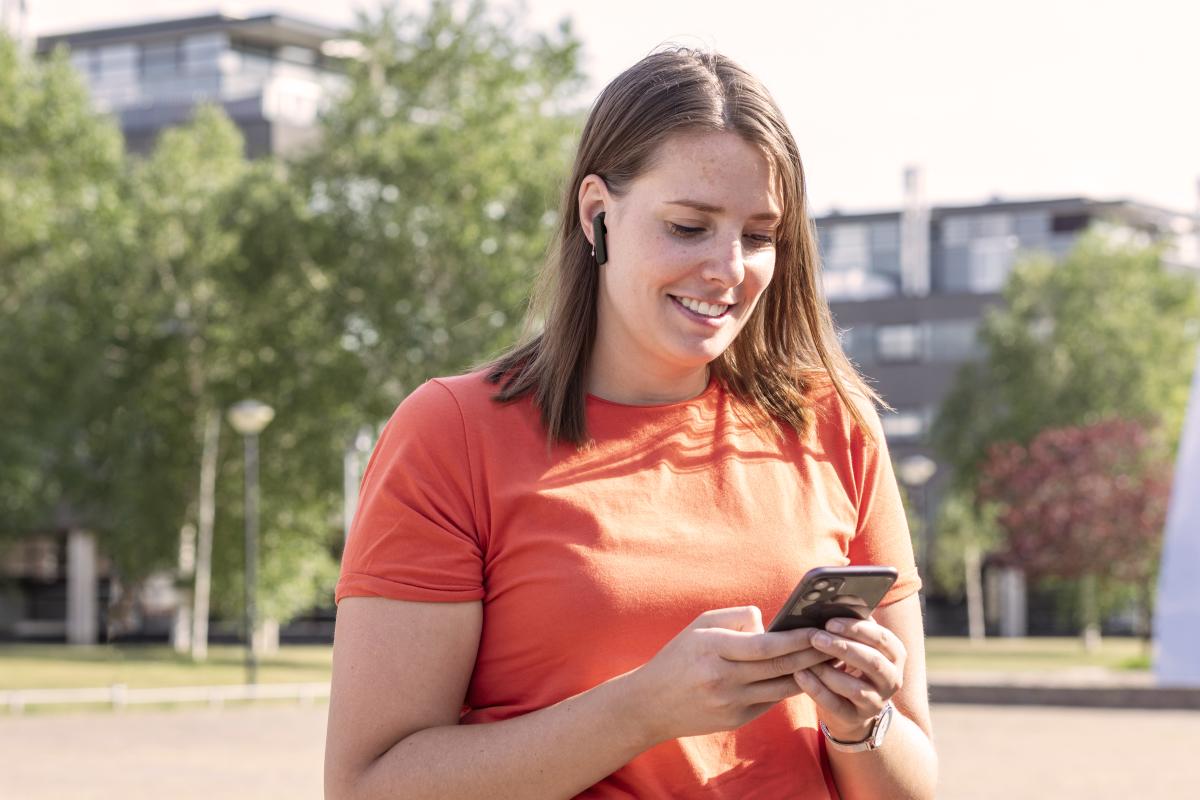 bluetooth bezdrátová sluchátka do uší Trust Primo Touch BT bezdrátové připojení dobíjecí pouzdro