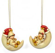 DUE ESSE Set vianočných dekorácií deti na mesiaci, 2 ks, výška 8 cm, zlatá
