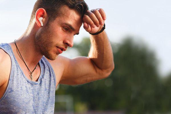 moderné true wireless rýdzo bezdrôtové slúchadlá honor choice výdrž 6 h na nabitie nabíjacie púzdro pre 3 plné nabitie štýlové dizajnové prevedenie skvelý zvuk s perfektným vyladením 7mm meniča handsfree mikrofóny potláčajúce okolitý hluky