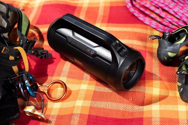 přenosný párty reproduktor gogen orbee bps 340 skvělý znělý zvuk výkon 40 w výdrž 15 h na nabití microSD slot aux in připojení usb port fm tuner madlo pro přenášení ipx5 odolnost vůči stříkající vodě led diody podpora mp3 wav wma flac true wireless stereo navýšení výkonu