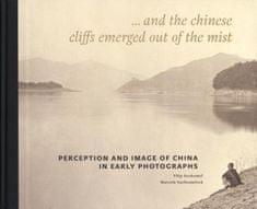 ...a z mlhy zjevily se útesy čínské