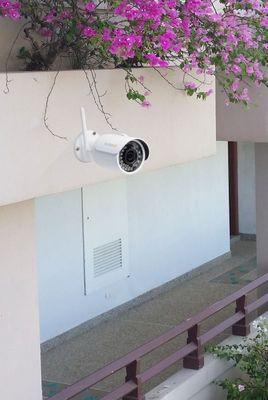 Bezpieczna, obrotowa kamera IP Technaxx Bullet PRO WiFi 1080P (TX-65), rozdzielczość Full HD, noktowizor, zoom, szerokokątna