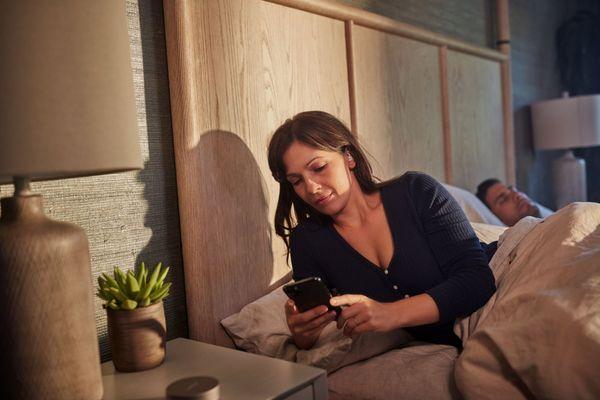 slúchadlá pre ľahké zaspávanie bosa sleepbuds ii Bluetooth vo verzii 5.0 dosah signálu 9 m prehrávanie prednastavených zvukov v aplikácie bosa app ľahučké pohodlné 10h prevádzky na nabitie nabíjacie puzdro pre 3 plné nabitie