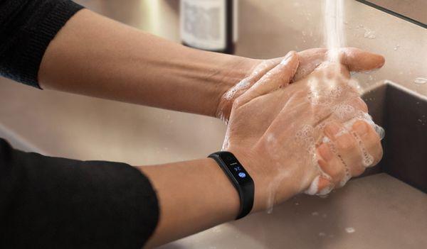 Fitness náramek Samsung Galaxy Fit2, hygiena, upozornění