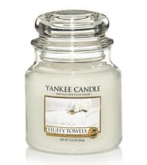 Yankee Candle Yankee gyertya Bolyhos törülközők Közepes gyertya 411 g
