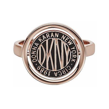 DKNY Stílusos gyűrű márkalogóval Token 5520040 (Kerület 52 mm)
