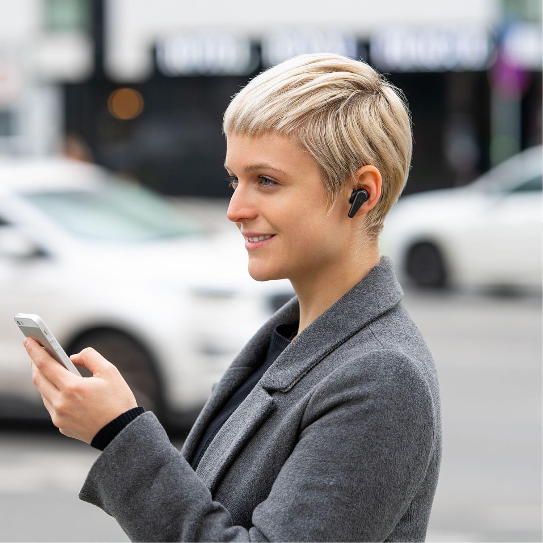 přenosná bezdrátová sluchátka niceboy hive pins 2 anc bluetooth 5.0 anc technologie dotykové ovládání ipx5 voděodolná vyladěný zvuk 8mm měniče 50mah baterie výdrž 6 h nabíjecí box true wireless provedení podpora hlasových asistentů