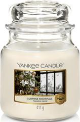 Yankee Candle Yankee gyertya SURPRISE SNOWFALL Közepes gyertya 411 g