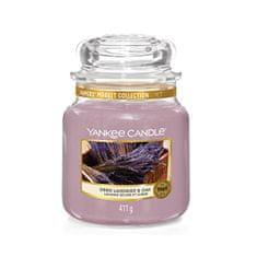 Yankee Candle Aromatická svíčka Classic střední Dried Lavender & Oak 411 g