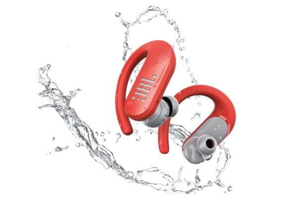bezdrátová kvalitní sluchátka jbl endurance peak ii sportovní Bluetooth 5.0 duální párování ipx7 odolnost vůči vodě a potu box pro 4 plná nabití výdrž 6 h na nabití dotykové ovládání na sluchátkách design s powerhook uchycením v uchu jbl pure bass zvuk dynamické 10mm měniče