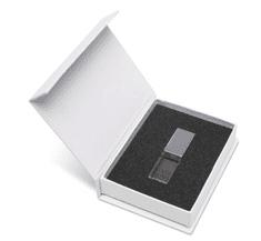 CTRL+C SADA USB KRYSTAL strieborný v bielej krabičke s magnetom.