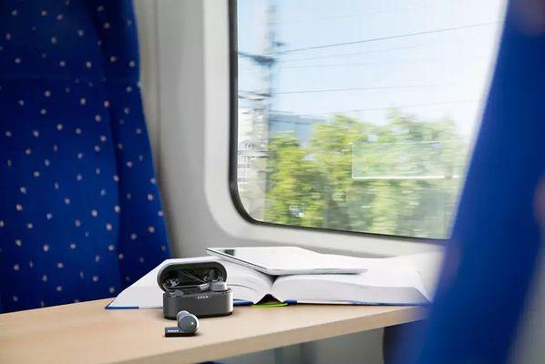 bezdrátová sluchátka do uší philips tat5505 bluetooth 5.0 dosah 10 m 8mm měniče skvělý zvuk plný silných basů ipx5 voděodolná potuodolná vhodná pro sportovce výdrž 5 h na nabití nabíjecí box pro 3 plná nabití mikrofon pro handsfree ovládání na sluchátkách anc technologie pro aktivní potlačení okolních hluků