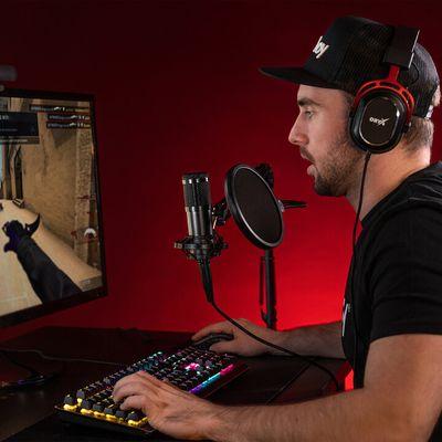 moderný stolný mikrofón niceboy VOICE Handle kardioidná smerová charakteristika ovládanie hlasitosti jednoduché pripojenie cez usb alebo 3,5mm jack konektor otočný stojan s nastaviteľným náklonom antivibračný držiak kondenzátorový mikrofón vhodný pre podcasty rozhovory YouTuberi streamovanie