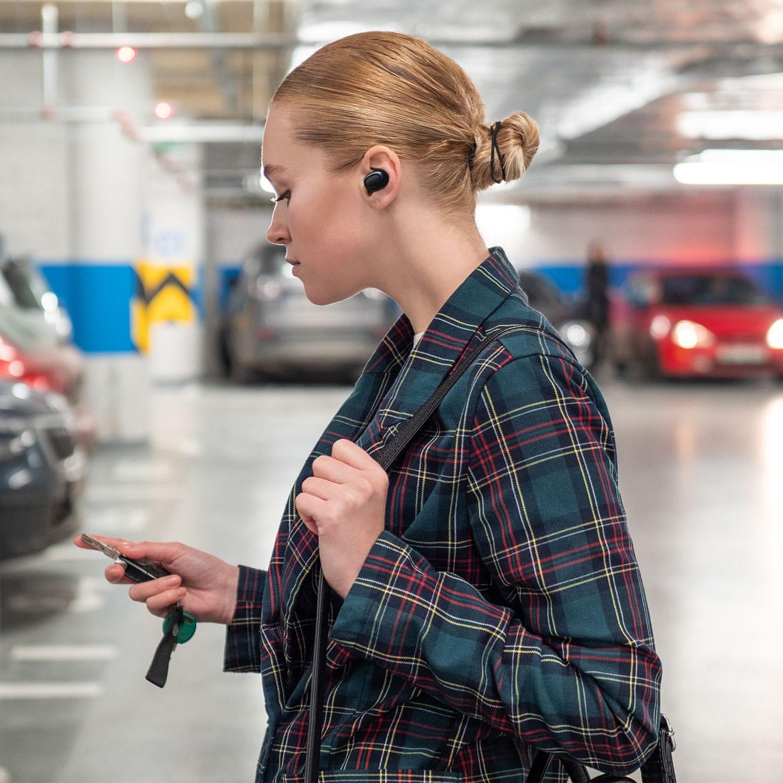 prenosne brezžične slušalke niceboy panj podsie 2021 aac sbc maxxbass 8 mm pretvorniki do 35 ur delovanja zahvaljujoč polnilni omarici, udobni v ušesih pametni gumbi nadzor mikrofona z operacijo zmanjševanja hrupa okolice do 9,5 h ip54 pokrov za seznanjanje avtomobilov