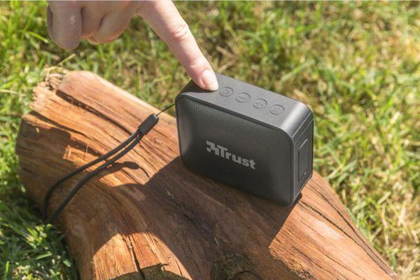 malý Bluetooth bezdrátový reproduktor trust zowy rms výkon 5 w handsfree mikrofon 12h výdrž na nabití microSD slot aux in vstup ipx7 odolnost vodě kovová přední mřížka fajn zvuk tws párování s dalším repráčkem