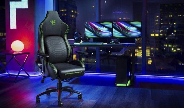 Gaming kolečková židle Razer Iskur (RZ38-02770100-R3G1) nastavitelné opěradlo 4D nastavvitelné područky 130 kg pěna